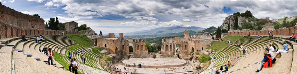 zoutedrop (2009). Sicily Taormina Greek Theater - High Resolution Panorama (Creative Commons). Μεταφορτώθηκε στις 01/10/2013 με άδεια Creative Commons 'Αναφορά' από Fotopedia:http://goo.gl/qv1YBr